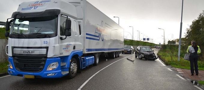 Ongeval tussen auto en vrachtwagen