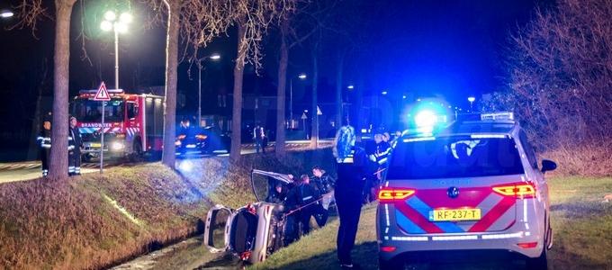 Auto te water in Hoofddorp aan de IJweg