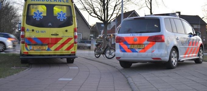 Scooterrijder lichtgewond na aanrijding op rotonde