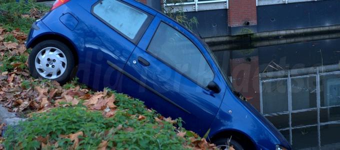 Auto te water Leiden